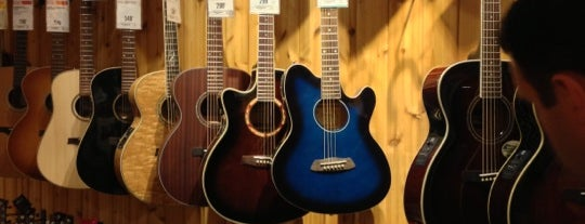 Guitar Center is one of Orte, die Miranda gefallen.