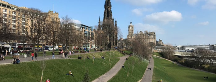 East Princes Street Gardens is one of Edinburgh/Scotland 🏴󠁧󠁢󠁳󠁣󠁴󠁿.