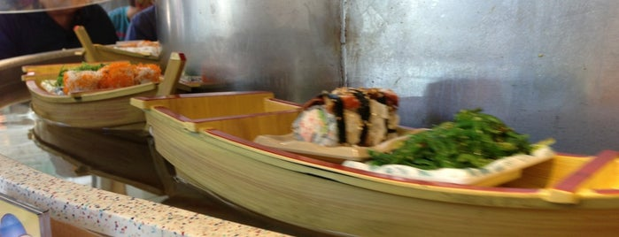 Floating Sushi Boat is one of Lieux qui ont plu à Cagla.