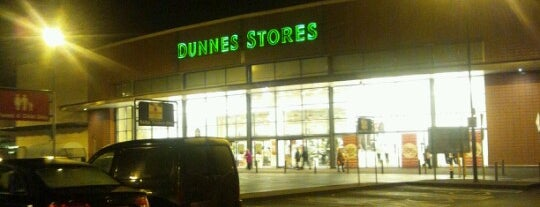 Dunnes Stores is one of Lugares favoritos de David.