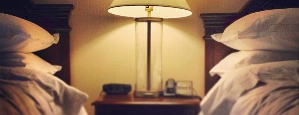 Sheraton Parkway Toronto North Hotel & Suites is one of Tempat yang Disukai Mario.