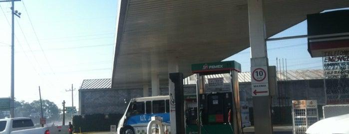 Servicio El Cruce (gasolinera) is one of Sergio M. 🇲🇽🇧🇷🇱🇷さんのお気に入りスポット.