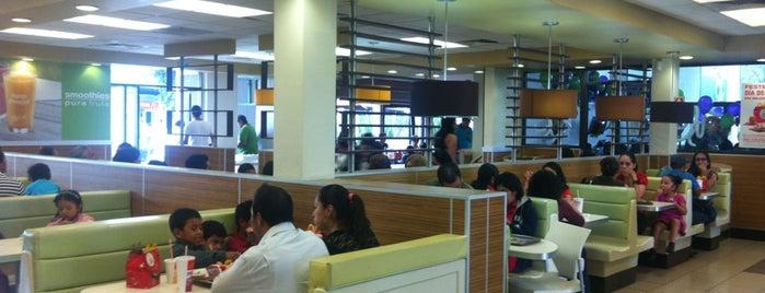 McDonald's is one of Locais curtidos por Jesús.