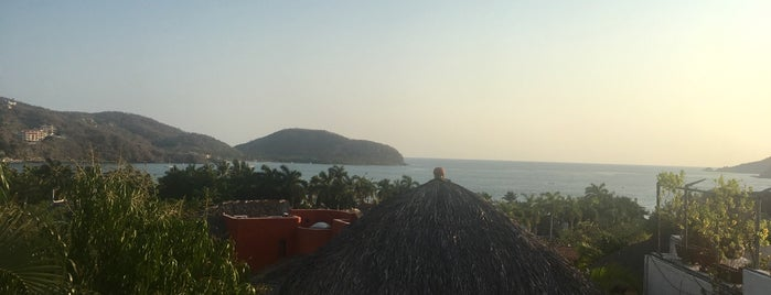 Zihuatanejo is one of Locais curtidos por Mayte.