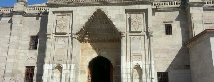 Ulu Cami is one of สถานที่ที่ Resul ถูกใจ.