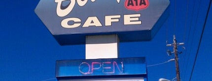 Betty's A1A Cafe is one of Orte, die Michele gefallen.