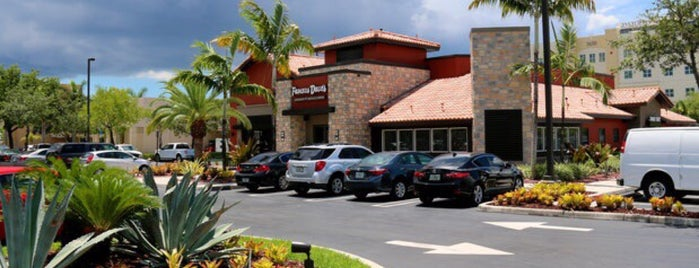 Famous Dave's Doral is one of Lugares favoritos de lupas.