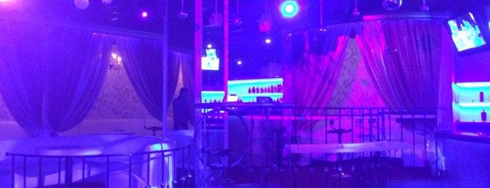 DJ Bar FABRIC is one of Elena 님이 저장한 장소.