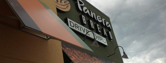 Panera Bread is one of Lauren 님이 좋아한 장소.