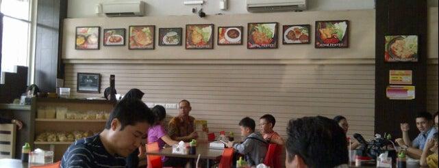 Warung Bu Kris is one of Kelapa Gading Top Restaurants.