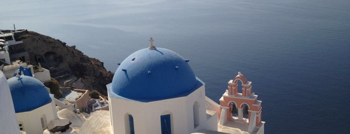 Santorini is one of Locais salvos de Irina.