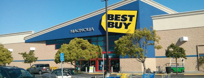 Best Buy is one of Tempat yang Disukai Denis.
