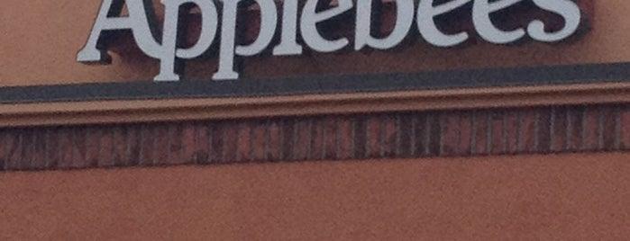 Applebee's Grill + Bar is one of Tempat yang Disukai Jesse.