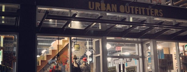 Urban Outfitters is one of Juliana'nın Beğendiği Mekanlar.