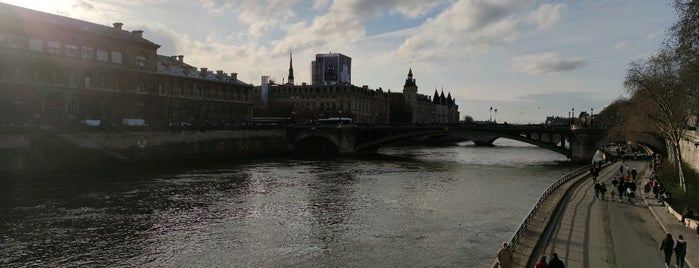 Parc Rives de Seine is one of Europe Point of Interest.