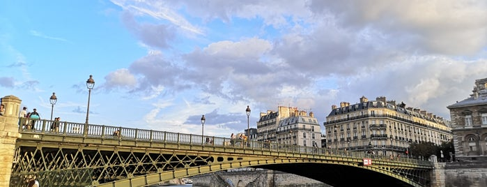 Berges de Seine –Rive droite is one of Lugares favoritos de Richard.