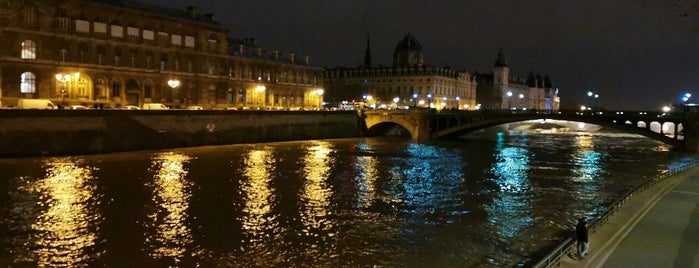 Parc Rives de Seine is one of Richardさんのお気に入りスポット.