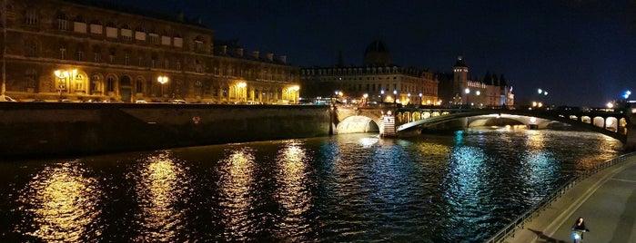 Parc Rives de Seine is one of สถานที่ที่ Richard ถูกใจ.