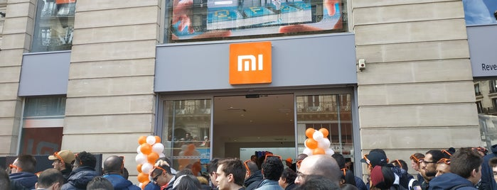 Mi Store (by Xiaomi 小米) is one of Tempat yang Disukai Richard.