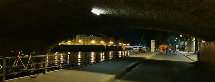 Berges de Seine –Rive droite is one of Richard : понравившиеся места.