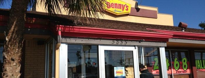 Denny's is one of Locais curtidos por Katia.