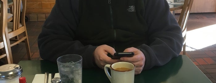 Sunrise Cafe is one of Posti che sono piaciuti a Jill.
