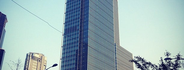 Jing'an Kerry Centre is one of Locais salvos de Orietta.