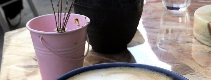 Black Cat Coffee is one of Orte, die Ece gefallen.