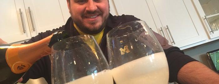 The Signature Drink Basement is one of Lieux qui ont plu à Cory.