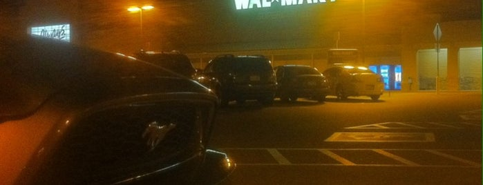 Walmart Supercenter is one of Lugares favoritos de Kevin.