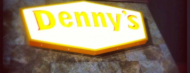 Denny's is one of Lieux qui ont plu à Santiago.