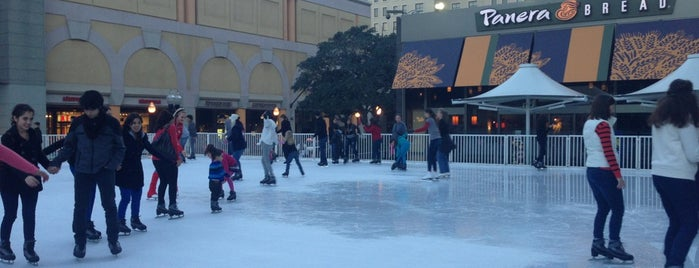 Fantasy on Ice at Horton Square is one of Tempat yang Disukai Paul.