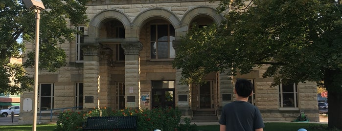 La Salle County Courthouse is one of To Tip.