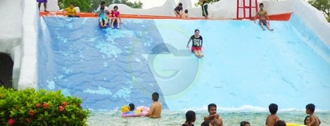 Wet World Batu Pahat Village Resort is one of School Holiday Programmes/Fun!.