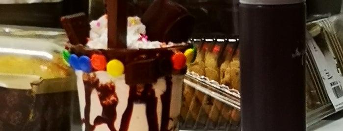 Cosmo Café Y Malteadas is one of Shakes and Burgers CDMX 🍧🍔.