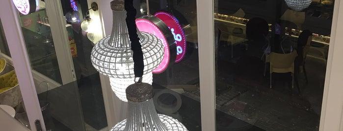 Elysee Café | کافه الیزه is one of สถานที่ที่ Maria ถูกใจ.