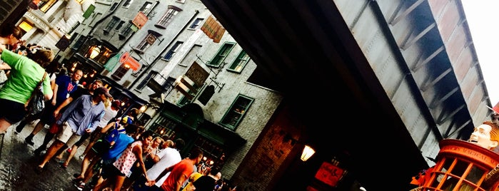 The Wizarding World Of Harry Potter - Diagon Alley is one of Tempat yang Disukai Luke.