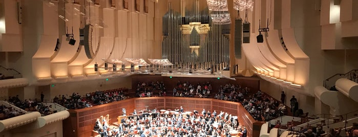 Louise M. Davies Symphony Hall is one of Lugares favoritos de Onur.