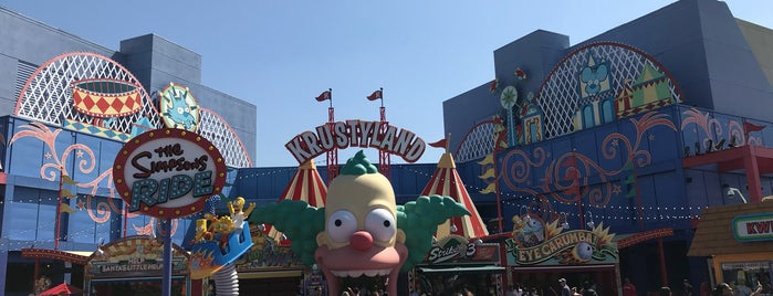 The Simpsons Ride is one of Lugares favoritos de Onur.