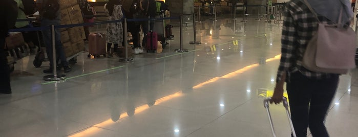 Check In Counter - Departure Terminal is one of Posti che sono piaciuti a Fanina.