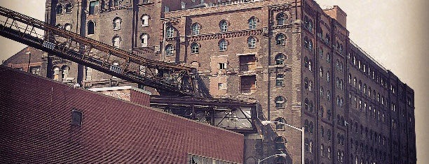 Domino Sugar Factory is one of Posti salvati di JRA.