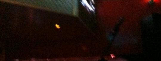 Hoollywood is one of Los buenos lugares!.