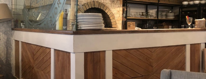 Modus Pizzeria is one of Lugares favoritos de Andrew.