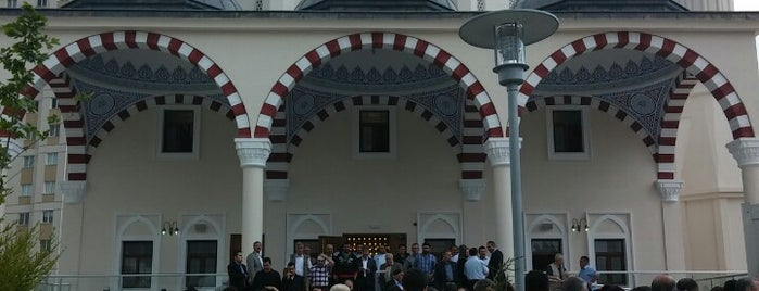 Haci Mehmet Peker Camii is one of Nihatさんのお気に入りスポット.