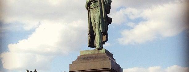 Памятник А. С. Пушкину is one of Orte, die Atiya gefallen.