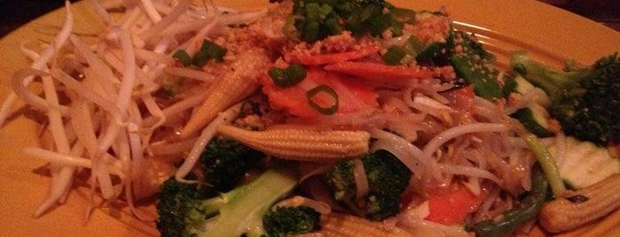 Montien Boston - Thai Restaurant is one of Posti che sono piaciuti a Jenn 🌺.