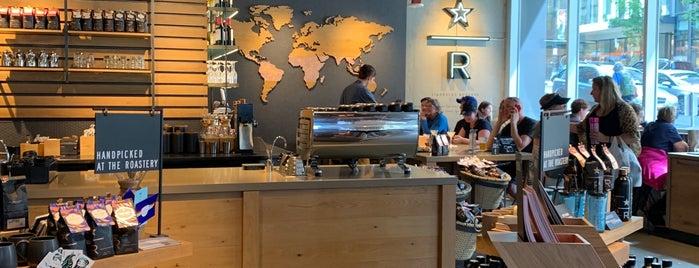 Starbucks Reserve Bar is one of Lugares favoritos de Daryn.