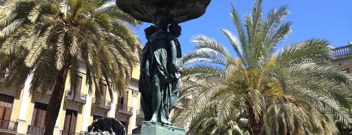 Plaça Reial is one of Barcelona #menigagabcn.