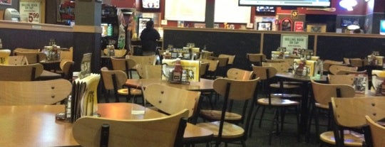 Buffalo Wild Wings is one of Lieux qui ont plu à Σam.