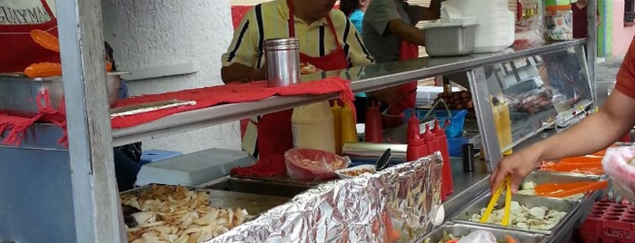 Dogos El Chavo is one of Orte, die Ismael gefallen.